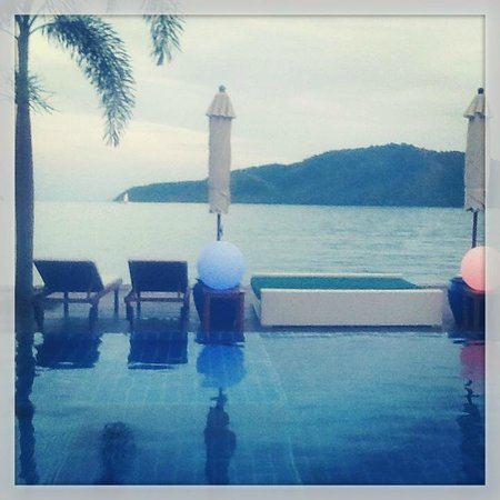 Serenity Resort & Residences Phuket: The pool after sunset
