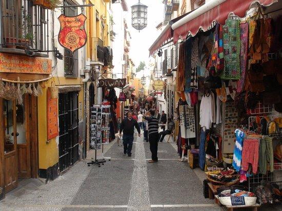 Mirador de San Nicolas: Moorish shops @ albaizín