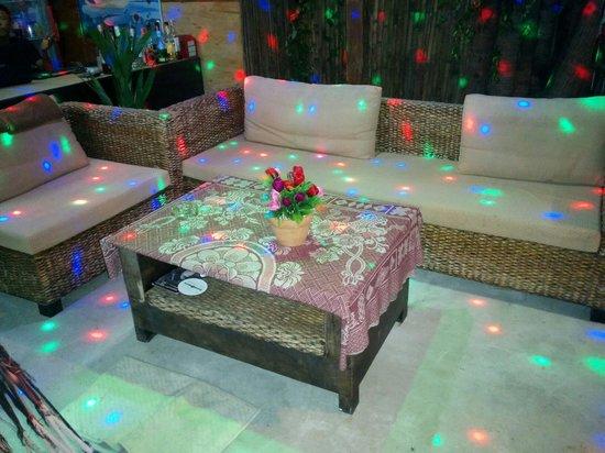 PJs Bar and Restaurant: Sitting area