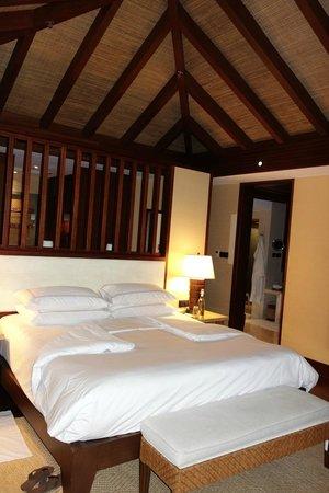 Shangri-La's Boracay Resort & Spa: Villa Bedroom