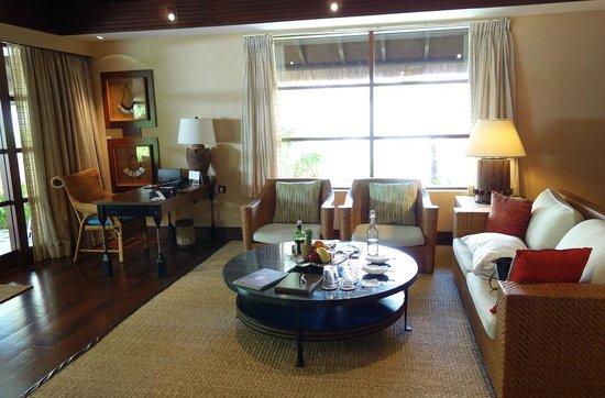 Shangri-La's Boracay Resort & Spa: Villa Living Room
