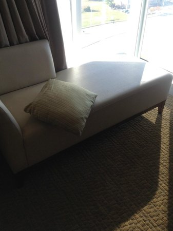 Westin Virginia Beach Town Center: The leather on the chaise is cracking and pealing.