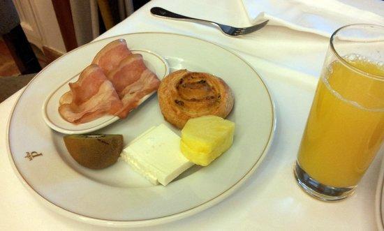 Parador de Teruel: Desayuno suficiente.