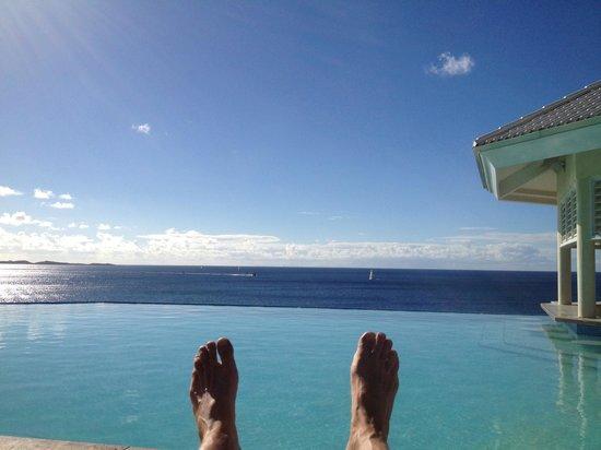 Frenchman's Reef & Morning Star Marriott Beach Resort: Pool overlooking the Caribbean