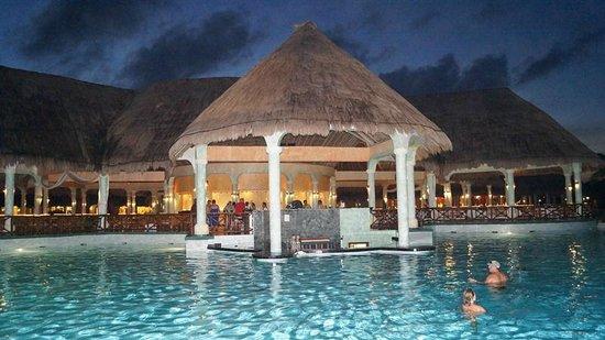 The Royal Suites Yucatan by Palladium: Piscinas
