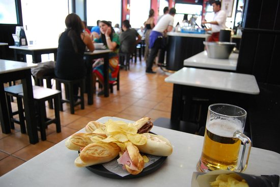Cerveceria 100 Montaditos: Inexpensive rolls and a cold beer!