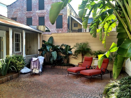 Dauphine Orleans Hotel: The Courtyard