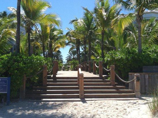Point Grace : Walkway from Beach