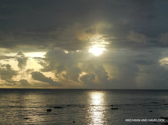 Dolphin Resort: sun rise from hotel