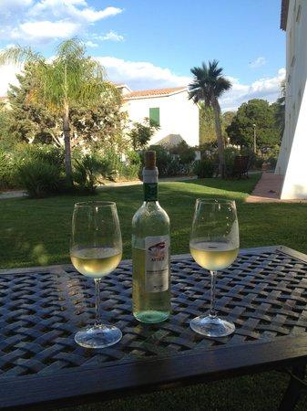 Hotel La Vecchia Marina: patio zone to get a glass of wine you brought)
