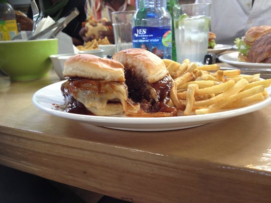 Sishu : BBQ burger, with grilled onions, cheese & homemade bbq sauce