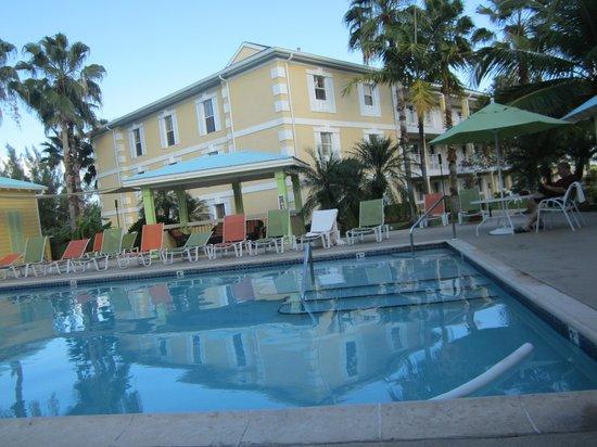 Sunshine Suites Resort: Pileta