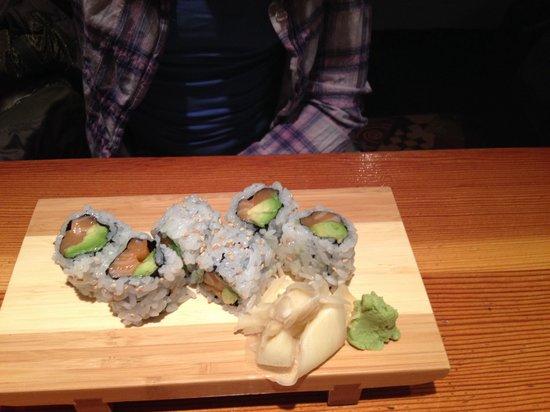 Sanraku Japanese Restaurant: Salmon avocado roll