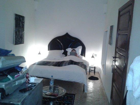 Dar Faracha Fès : Habitación Gris, la cama es muuuuy cómoda y agradable