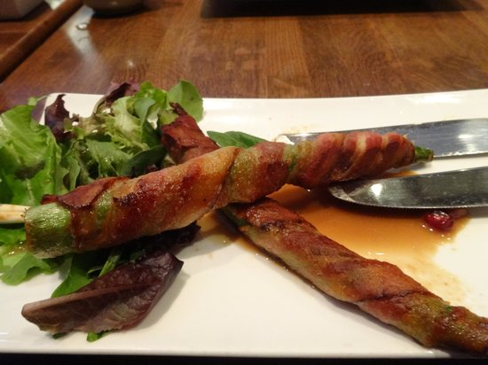 A A Jing : Pork wrapped asparagus with pomegranate juice