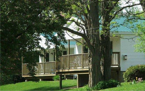River's Edge Cottages & RV Park : Cottage view