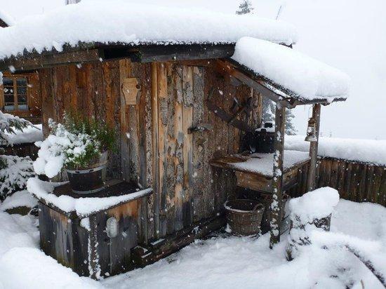 Almdorf Seinerzeit - World Peace Eco Resort: Holzknechthütte
