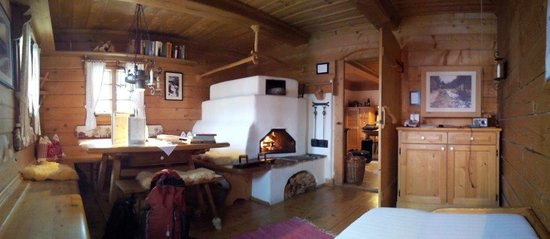 Almdorf Seinerzeit - World Peace Eco Resort: in der Hütte