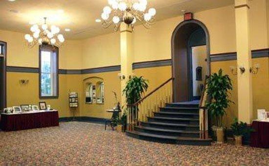 Newberry Opera House: Lobby