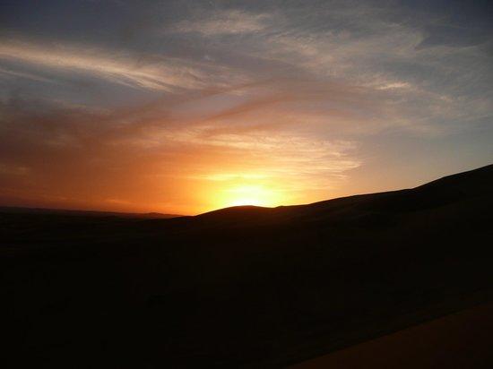 Kasbah Azalay Merzouga: Puesta de sol en las dunas