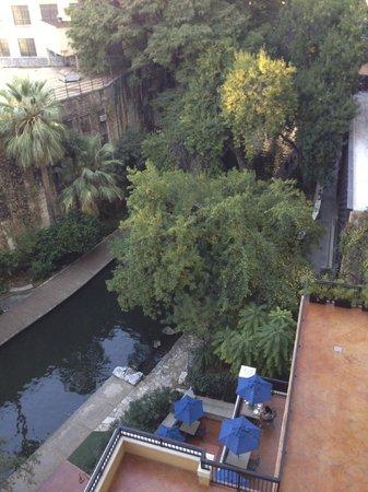 Drury Plaza Hotel San Antonio Riverwalk: Balcony view
