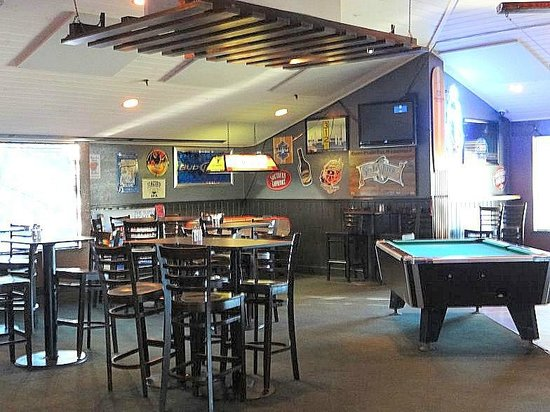 Banks Channel Pub and Grille : back game room