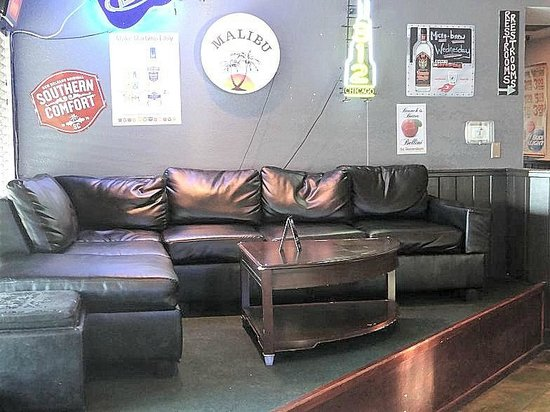 Banks Channel Pub and Grille : corner sitting area