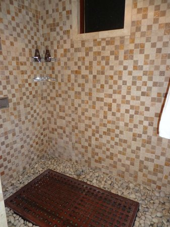 Buccament Bay Resort: Shower