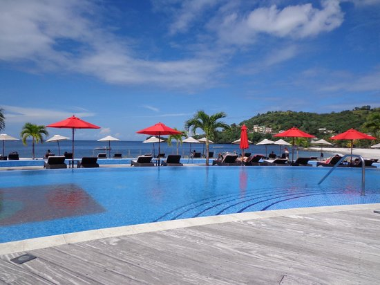 Buccament Bay Resort : The pool