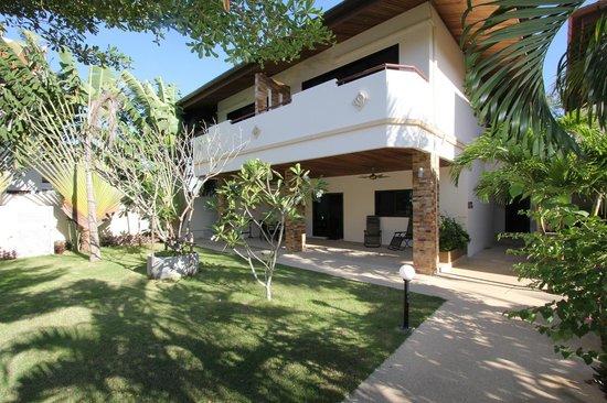 Babylon Pool Villas: Single bedroom apartment deluxe patio view
