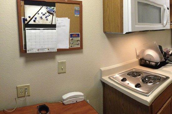 WoodSpring Suites Cleveland Mentor : Kitchen