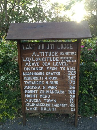 Lake Duluti Lodge: panneau indicateur