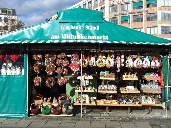 Viktualienmarkt: Viktualenmarkt dükkanlarından biri