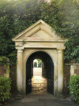 Compton Acres: Entrance to the Roman gardens