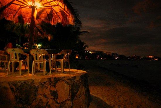 La Buena Vida Restaurant: Evening falls over Half Moon Bay
