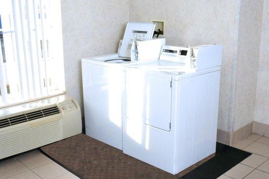 Comfort Suites Newark : Guest Laundry Romm