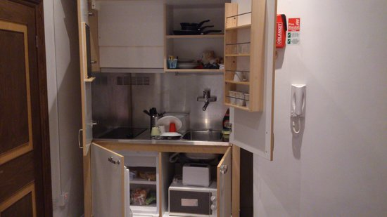 MStay Hotel 43: compact but complete kitchenette