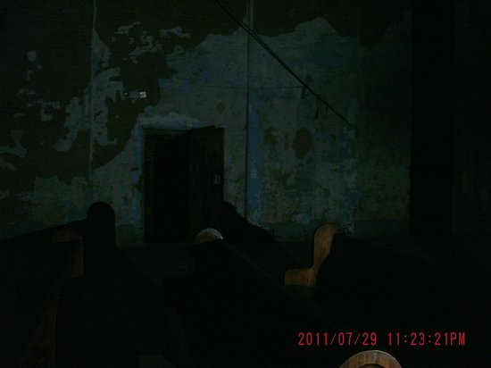 Ohio State Reformatory: Something trying to manifest --end of the bench.  Right before this, I saw a huge shadow person