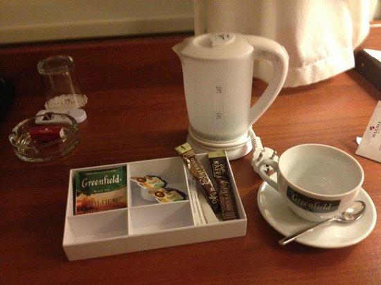 Maxima Panorama Hotel: Очень удобно и практично - чай и чайник.