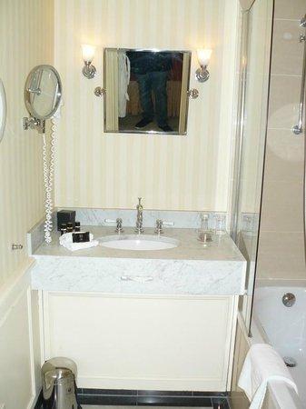 Stanhope Hotel: notre salle de bain