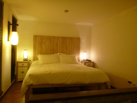 The Orchid Hotel: comfy bed