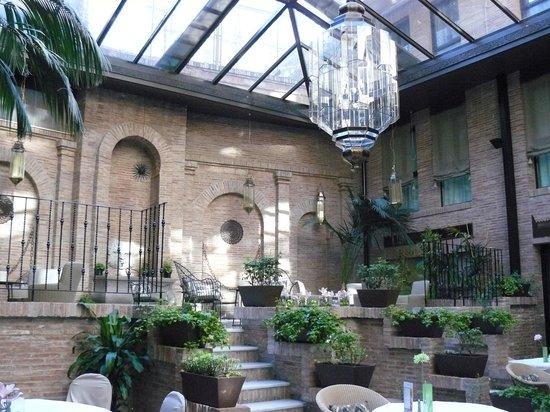 Leonardo Hotel Granada: the dining room fo Vincci Granada