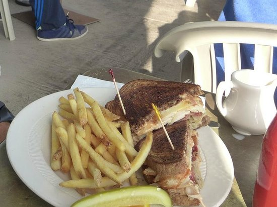 Lucia Lodge Restaurant: Rueben fries and a pickle