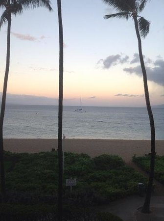 Kaanapali Beach Hotel : view at dawn from our room