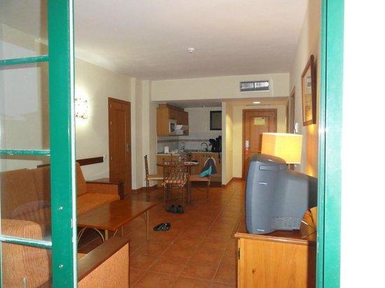 GF Isabel: Wohnraum mit Küchenzeile