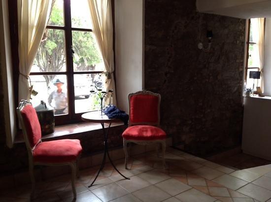 Hotel La Misión: recepcion