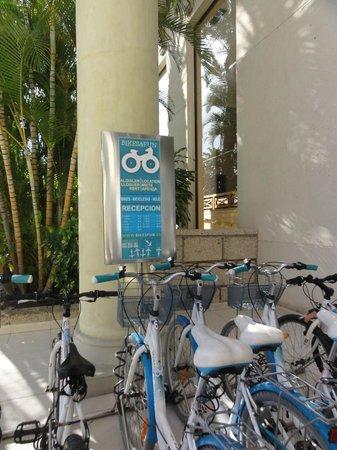GF Isabel: Fahrradverleih vor dem Hotel