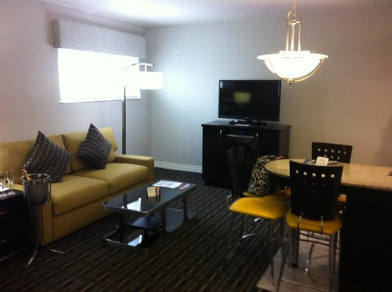 Hilton Grand Vacations at McAlpin-Ocean Plaza: updated living room