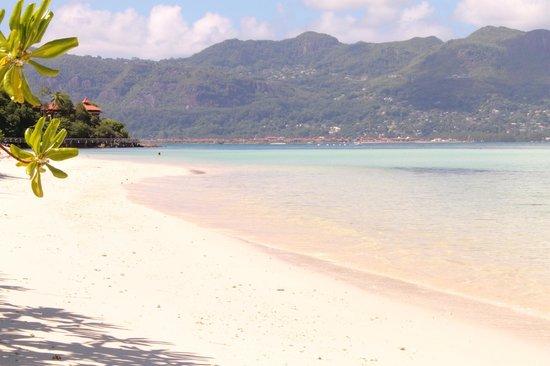 Beachcomber Seychelles Sainte Anne : Vue de notre lit de plage