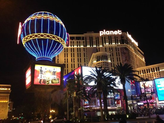 Planet Hollywood Resort & Casino : Outside facing Planet Hollywood